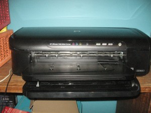 HP OfficeJet 7000 - head-on picture showing wide-format design