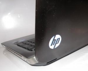 HP Pavillion dv7-6013TX laptop - glowing HP logo when on