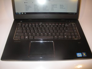 Dell Vostro 3550 business laptop keyboard detail