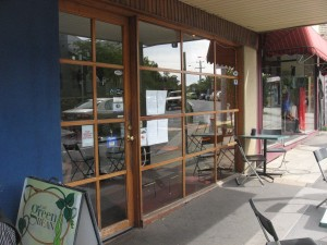 A cafe who can benefit from DLNA network AV technology
