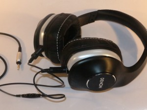 Denon MusicManiac AH-D600 stereo headphones with mobile headset cord
