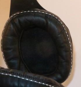 Denon MusicManiac AH-D600 stereo headphones earcup detail