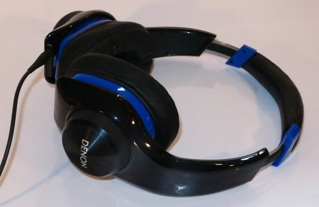 Denon UrbanRaver AH-D320 headset