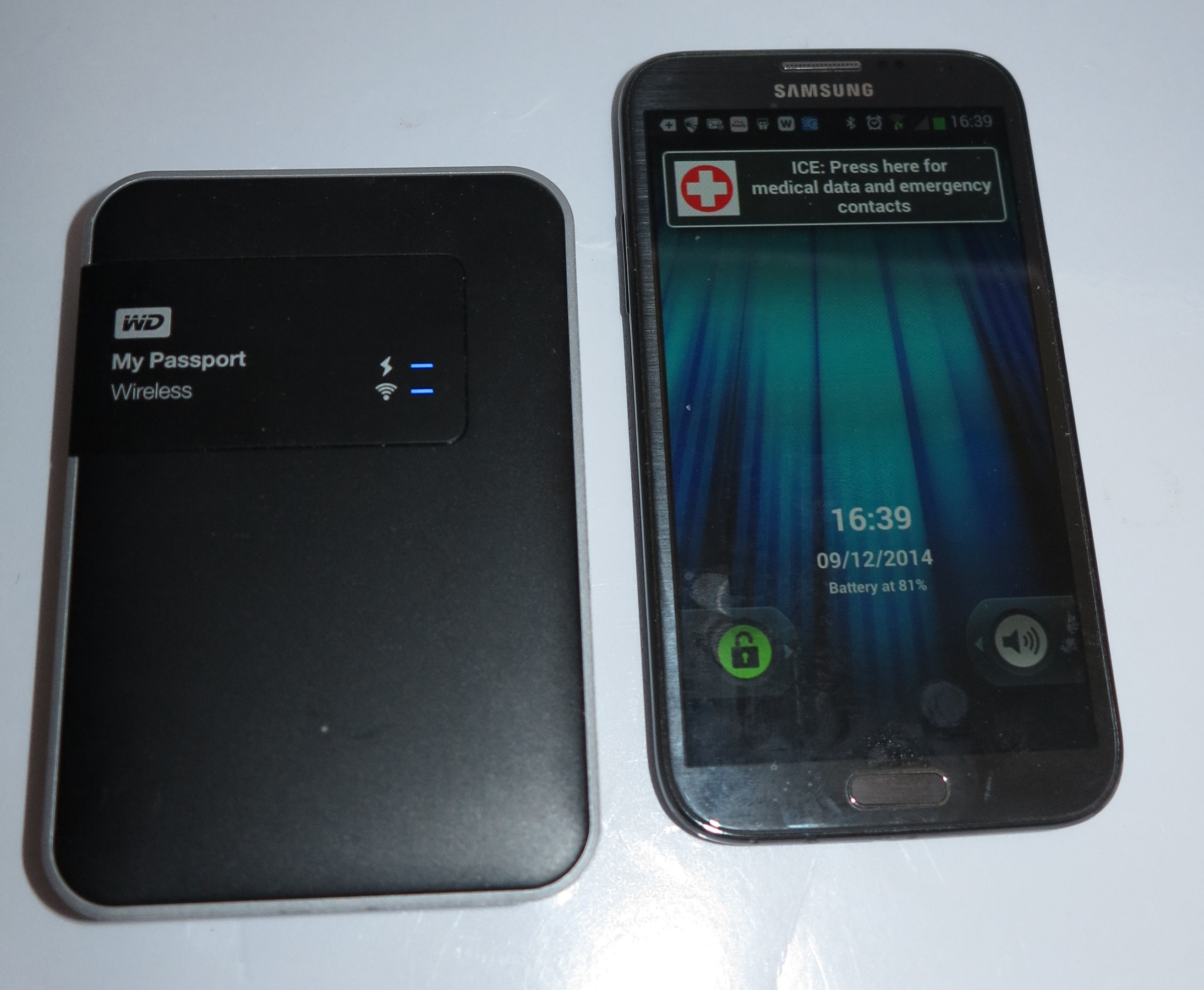 WD MyPassport Wireless mobile NAS beside Samsung Galaxy Note 2 smartphone