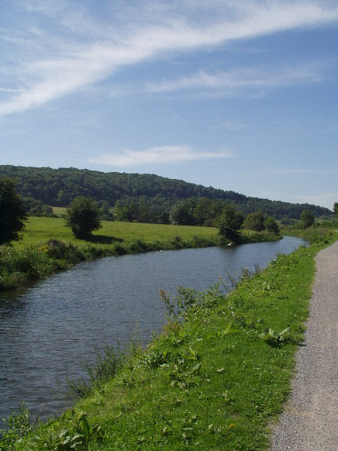Kennet and Avon Canal near Claverton, Bath, Somerset © Copyright Clive Barry and licensed for reuse under this Creative Commons Licence