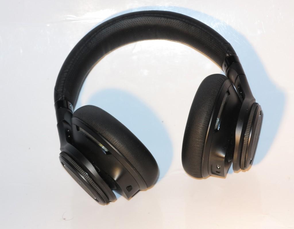 Plantronics BackBeat Pro Bluetooth noise-cancelling headphones