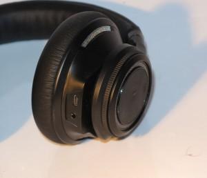 Plantronics BackBeat Pro headset - sockets