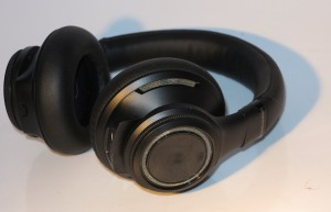 Plantronics BackBeat Pro Bluetooth noise-cancelling headset - right earcup
