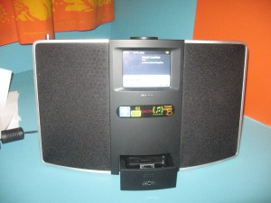 Revo IKON - iPod dock exposed
