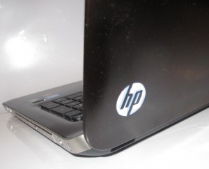 HP Pavillion dv7-6013TX laptop - glowing HP logo when on