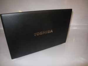 Toshiba Tecra R850 back shot