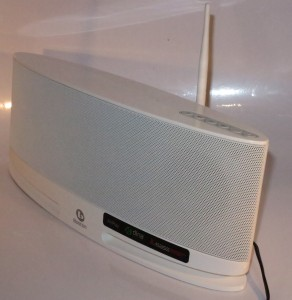 Boston Acoustics MC-200Air wireless speaker whcih can be controlled by a DLNA control app