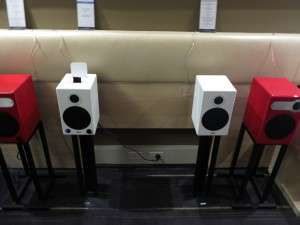 Aktimate bookshelf active speakers