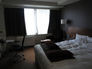 Rydges Melbourne Delux Queen hotel room