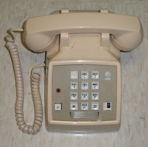 AT&T Touch-Tone phone - image courtesy of CC BY-SA 3.0, https://commons.wikimedia.org/w/index.php?curid=936797