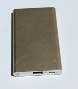 A high-capacity slimline USB power bank - valid as a gift idea for mobile-technology users